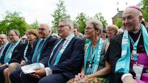 Neben Bundespräsident Frank-Walter Steinmeier nahmen viele Prominente aus Politik und Kirche an der Eröffnung teil. | Foto: Michael Bönte