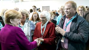 Herzlicher Empfang für Bundeskanzlerin Angela Merkel durch die Teilnehmer des Katholikentags.