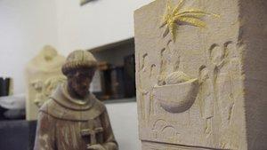 Steinkrippe mit Blattgold