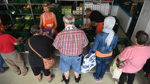 Die Kunden dürfen sich ihre Körbe nach ihren Vorstellungen füllen. | Foto: Michael Bönte