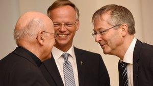 Drei Herren, eine Überraschung (von links): Bischof Felix Genn, der neue Generalvikar Klaus Winterkamp und sein Vorgänger Norbert Köster. | Foto: Michael Bönte