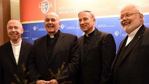 Prälat Peter Kossen, Bischof Felix Genn, Weihbischof Wilfried Theising und Prälat Bernd Winter (von links).