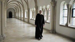Ein Mann, der einem Orden angehört (hier: ein Benediktiner) und Priester ist, nennt man Pater