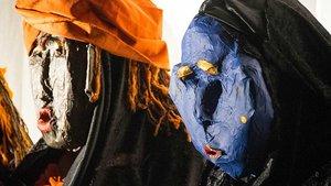 Hinter selbstgefertigten Masken: Inhaftierte der JVA für Frauen in Vechta.   Foto: pd