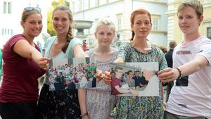 Erinnerungsfotos an den großen Moment (von links): Corinna Görsch, Lea Grütjen, Hannah Küttner, Aileen Mombour und Benedikt Mönig. | Foto: Ann-Christin Ladermann (pbm)