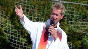 Pastor Karsten Weidisch aus Münster ist die gesamte Zeit der Sommerferien vor Ort im Pastoralteam dabei. | Foto: Ann-Christin Ladermann (pbm)