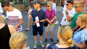 Kaplan Oliver Rothe (mit Basecap und Sonnenbrille) mit den Messdienern aus Xanten in Kalifornien.