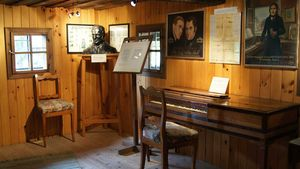 Im ersten Stock des Gedächtnishauses finden sich Erinnerungsgegenstände an den Komponisten. | Foto: KNA