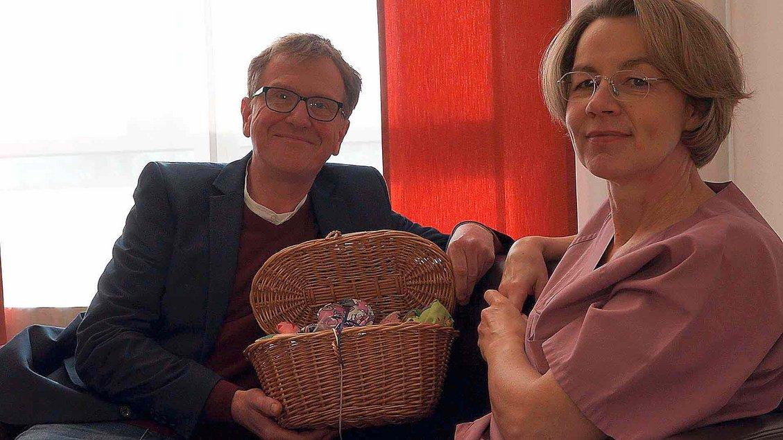 Krankenhausseelsorger Andreas Garthaus und Hebamme Ursula Heuser