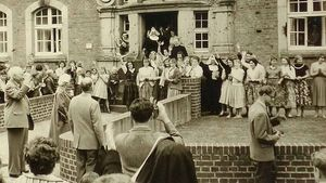 Überraschend besuchte Bundespräsident Theodor Heuß (links im Bild) die Xantener Marienschule am 18. Juli 1957.   Foto: Schularchiv