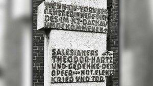 Gedenkstein zur Erinnerung an Pater Theodor Hartz vor der Kirche St. Johannes Bosco an der Theodor-Hartz-Straße in Essen-Borbeck.   Foto: pd