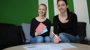 Miriam Chrost (links) und Svenja Lauxtermann ist es egal, ob sich mehr Männer oder Frauen im Pfarreirat engagieren: Hauptsache Einsatz für die Gemeinde. | Foto: Marie-Theres Himstedt