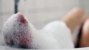 Sehnsucht ist mehr als der Wunsch nach einem Bad in einer heißen Wanne an einem Winterabend. | Petra Bork (pixelio.de)