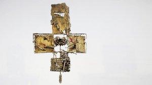 Das Kreuz im Altarraum der St.-Josef-Kirche wurde 1967 von Waldemar Kuhn gestaltet.   Foto: Johannes Bernard