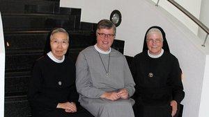 Schwestern Christella Watanabe (von links), Hiltrud Vacker und Herbertis Lubek. | Foto: Karin Weglage