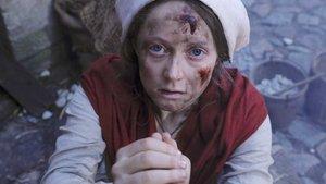 Eine Frau im Dreißigjährigen Krieg bittet um ihr Leben.