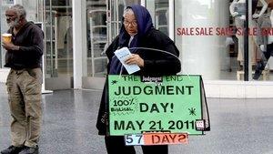 Diese Dame warnte 2011 in Los Angeles, es wären noch 57 Tage bis zum Tag des Gerichts