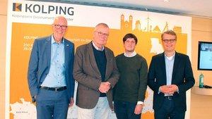 Die Referenten (von links): Uwe Slüter (Kolpingwerk, Moderator), Ruprecht Polenz, Stephan Orth und Robert Vehrkamp. | Foto: Karin Weglage