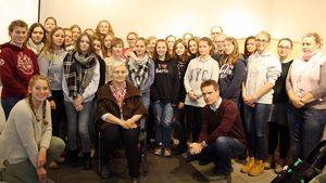 Die Schüler der Xantener Marienschule mit Lidia Makseymowicz. | Foto: privat