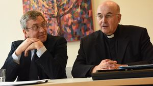 Bischof Felix Genn (rechts) neben Cesare Zucconi. | Foto: Michael Bönte