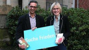 """Maria Kröger und Andreas Kratel helfen mit, damit zum Katholikentags-Motto """"Suche Frieden"""" auch ein Programm entsteht."""