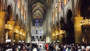 Blick ins Kirchenschiff der Katherale von Paris.