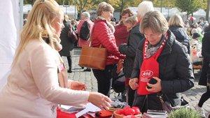 Rote Schals waren das Erkennungszeichen der KFD-Frauen auf der Jubiläumsfeier.