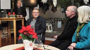 """Audra Brinkhus (Netzwerk """"Mida"""") und Peter Kossen (von rechts) beim Pressegepräch in Cloppenburg."""
