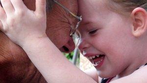 Großeltern spielen im Leben eine große Rolle. | Foto: Rita Köhler (pixelio.de)