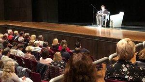 Rund 100 Krimi-Fans kamen zur Premierenlesung von Helga Streffing in die Stadthalle Rheine.