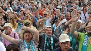 Begeisterung bei den Teilnehmern auf dem Domplatz. | Foto: Michael Bönte
