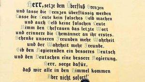 Neujahrsgruß von Pfarrer Hermann Josef Kappen von 1883 auf der Wand des ehemaligen Feuerwehrhauses in Bernkastel-Kues.