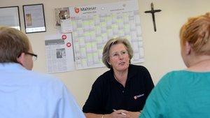 Sprechstunde heißt auch, viele Gespräche mit den Klienten zu führen. | Foto: Michael Bönte