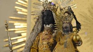 Das bei einem Feuer 2002 schwer beschädigte Original der Glorreichen Jungfrau von Warendorf.
