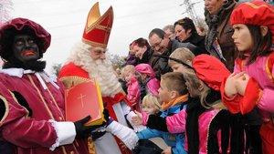 In den Niederlanden wird der Heilige Nikolaus vom Zwarten Piet begleitet. | Foto: Michael Bönte.