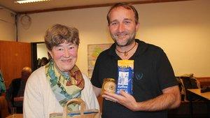 Gabriele Leinert vom Eine-Welt-Kreis St. Elisabeth in Recklinghausen und Christian Russau. | Foto: Johannes Bernard