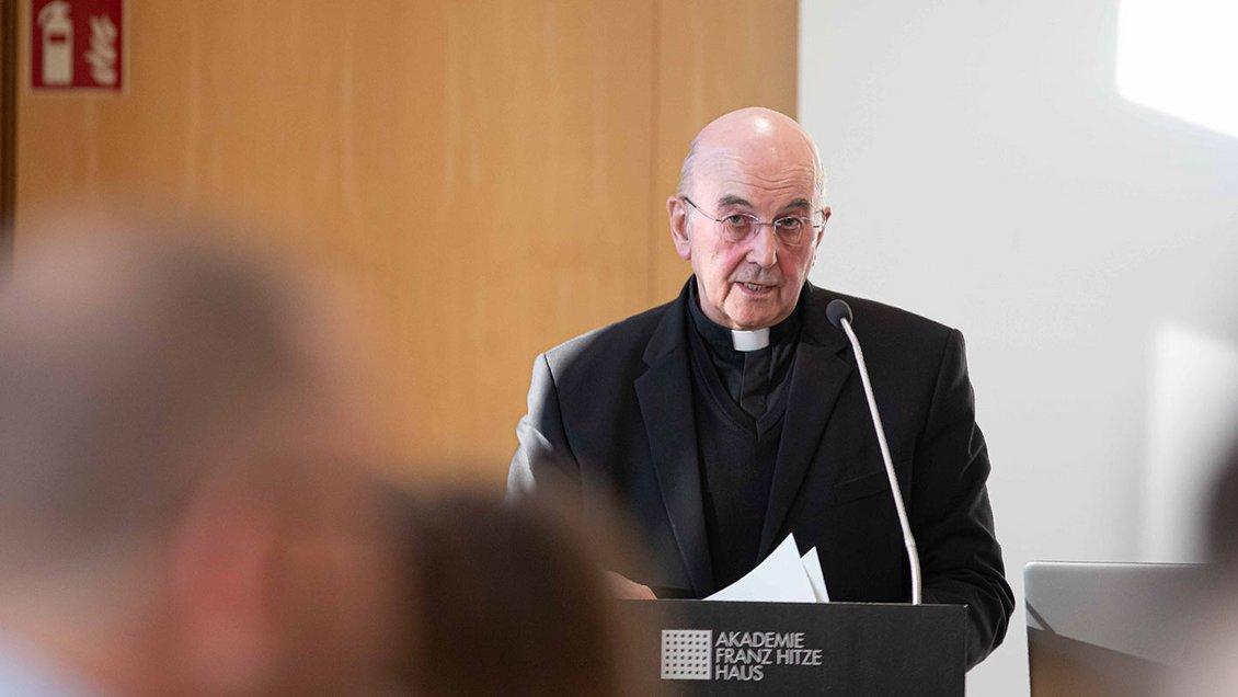Bischof Felix Genn vor dem Diözesanrat Foto: Christof Haverkamp