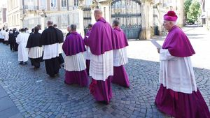 Bischof Felix Genn predigte bei der Großen Prozession in Münster. | Foto: Michael Bönte