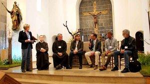 Bei einer Talkrunde in der Kapuzinerkirche stellten die Projektteilnehmer das Konzept vor. | Foto: Karin Weglage