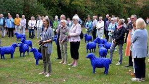 Vom Marienpark zur Basilika zogen die Pilger mit den blauen Schafen. | Foto: Jürgen Kappel