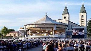Pilger feiern Gottesdienst in Medjugorje.