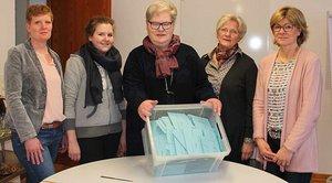 Mitarbeiterinnen des Priesterseminars in Münster zählten die Stimmen aus (von links): Ellen Sundorf, Anna Befeldt, Maria Glanemann, Mechthild Schiewerling und Monika Grothues.