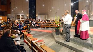 Rund 350 arabisch-sprechende Christen aus Münster, Gronau und Delmenhorst kamen in die St.-Pius-Kirche nach Münste