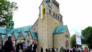 Im Hildesheimer Mariendom wird Bischof Heiner Wilmer künftig Messen feiern. | Foto: Funk