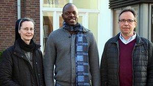 Sie leiten am Freitag den Gedenk-Gottesdienst in Ahaus: (von links) Schwester Martina Küting, Kaplan Thaddeus Eze und Pfarrer Olaf Goos.