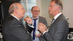 Diözesancaritasdirektor Heinz-Josef Kessmann (von links), Arbeitsrechtler Hermann Reichold und Generalvikar Klaus Winterkamp im Gespräch.