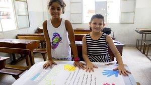 Zwei weitere syrische Kinder haben die Plakate für den Katholikentag gemalt.