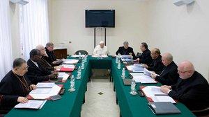 Der Kardinalsrat für die Kurienreform berät seit dem 03.12.2013 gemeinsam mit Papst Franziskus über eine Neustrukturierung der vatikanischen Leitungs- und Verwaltungsbehörden. | Foto: Romano Siciliani (KNA)