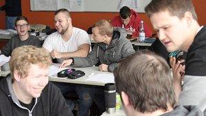 Gruppenarbeit im Religionsunterricht einer Fachoberschul-Klasse Lohenr Adolf-Kolping-Schule. | Foto: Michael Rottmann