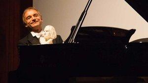 Klavierkabarettist Armin Fischer | Foto: Christof Haverkamp